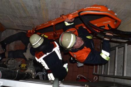 Übung Feuerwehr Tiefenrettung (1)