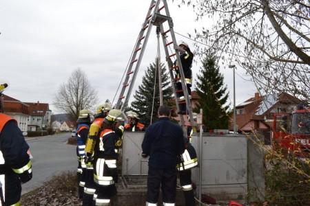 Übung Feuerwehr Tiefenrettung (2)