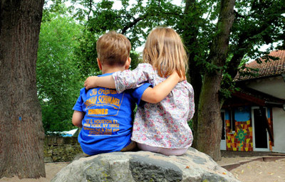 Sitzende Kinder S.v.Gehren 400