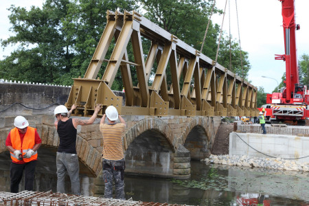 Aufbau Behelfsbrücke Baunach 2014 (2)